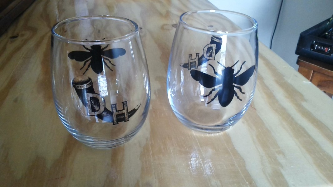 Product Image for Silhouette Bee Glasses (Set of 2)