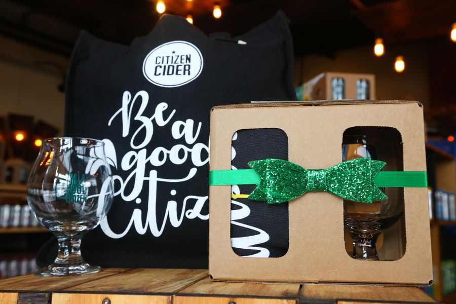 The Good Citizen - Tote and glass set